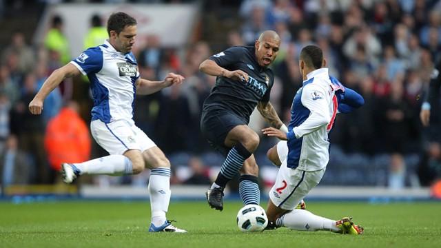 Dejong on the ball Blackburn